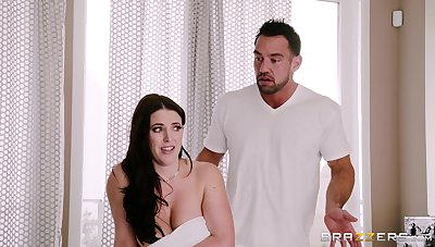MILF Angela White gets fucked between her big oiled breasts