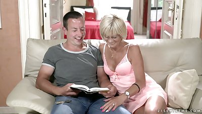 Amazingly oversexed mature divorced housewife Diane Sheperd wanna be fucked