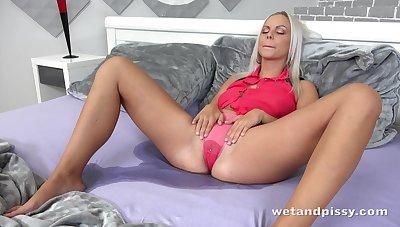 Glamorous blonde Briana Banks is wetting her bed during masturbation