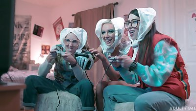 Nerds array a babe, featuring Cadence Lux, Serena Blair and Kenzie Taylor