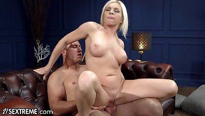 Avant-garde Sucking & Fucking Hot Mature Blonde - Big fake titties